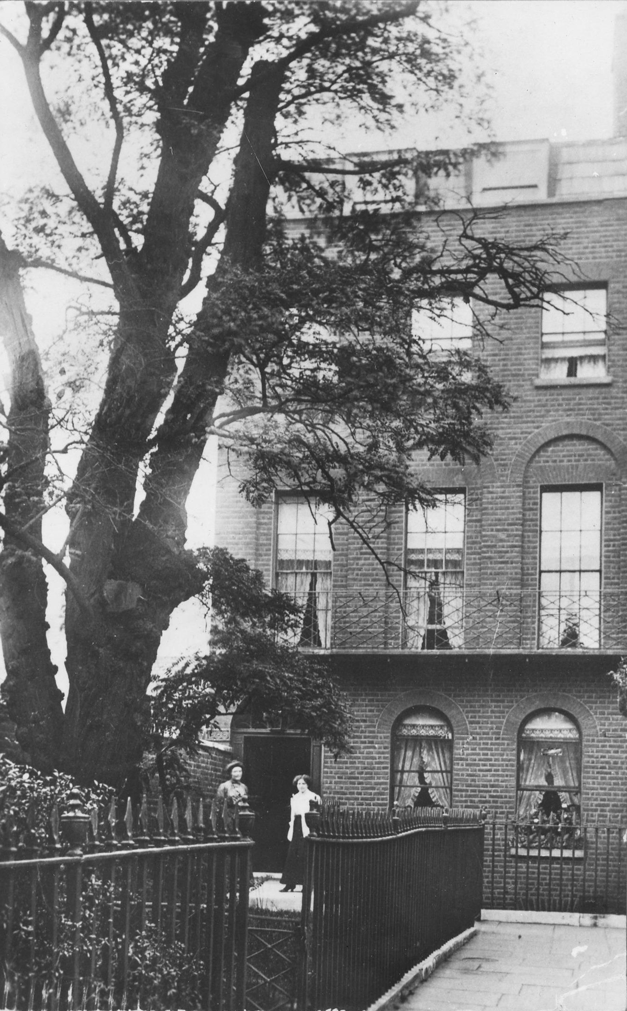 Historic photograph showing house before demolition in 1937.