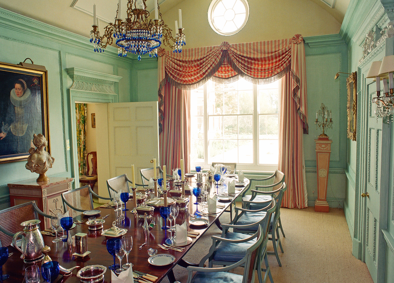 Dining room showing oeil-de-boeuf window - after