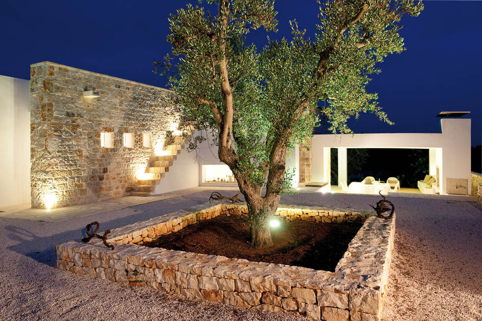 Night view of courtyard