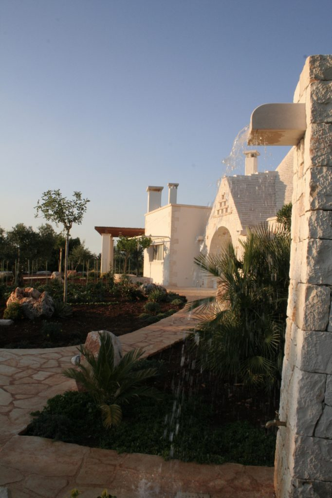 Side view of entrance to trullo